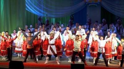 Танцоры День республики