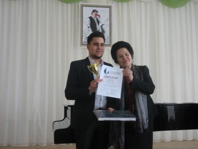 8 Файзуллин Динар г. Уфа УМУ, Гран-при, лучшее исполнение песни С. Низаметдинова